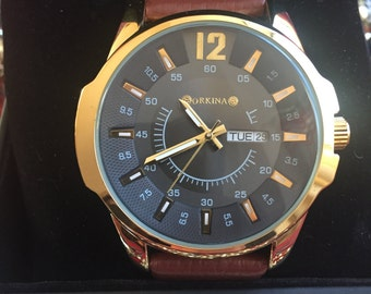 A Fantastic Mens Gold Gentleman Time Date/Day Watch With A Brown Leather Strap