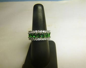 Women's Emerald white Topaz 925 silver ring. new. size 7