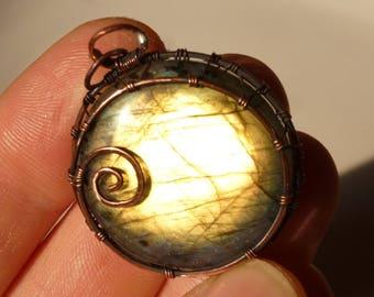 Labradorite pendant with 35mm, Labradorite, pendant - wire wrapped spiral circle