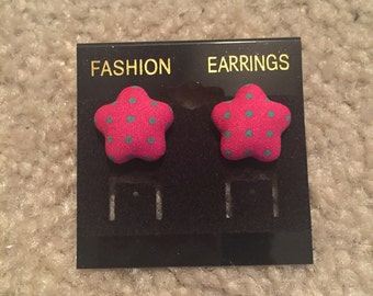 Dotted star stud earrings