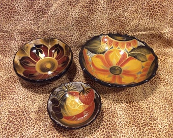 Beautiful set of three bowls, mexican style, lots of color, gorgeous design and pattern