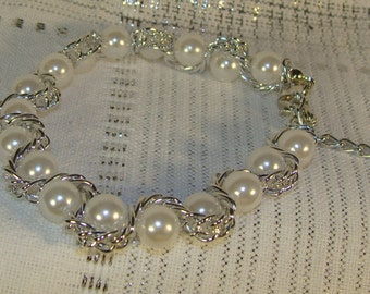 Pearls and Chain Bracelet