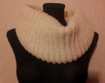Milky round knitted scarf