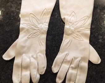 Crescendoe white beaded gloves gauntlet vintage