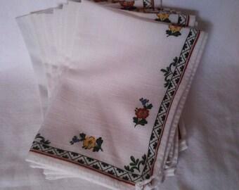 Set of 8 linen floral napkins