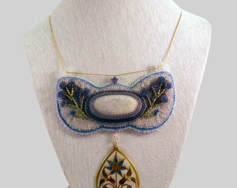 Collar embroidered with a lilac jade and enamels of art pendant