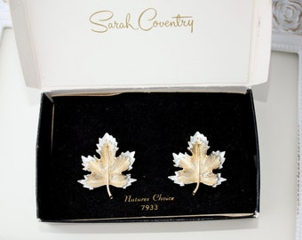 Vintage SARAH Coventry Natures Choice Maple Leaf Earrings , Coventry Jewelry, Collecible, Leaves, TheKeepDrawer , Clip On Earrings