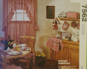 McCalls Sewing Pattern 7562 Kitchen Essentials Home Decorating UNCUT