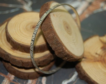Textured 'grain' oval silver bangle