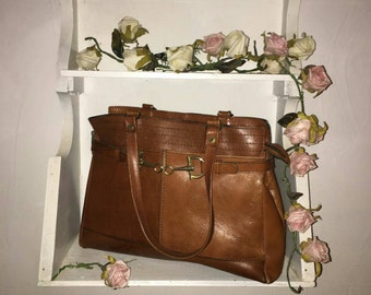 Vintage tan brown leather handbag