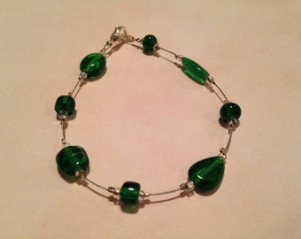 Emerald green beaded wire bracelet