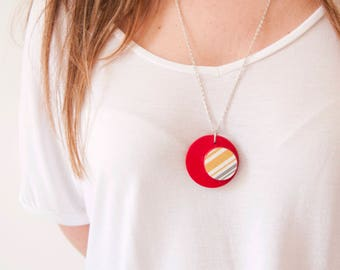 Ciondoloso-paper texture and red colored pendant, handmade, ecofriendly