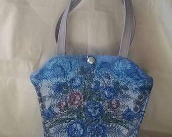 Handbag made of wool.