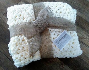 Hand - thick pattern, 3D crocheted blanket and soft, Super Bulky blanket - Knit The Change By