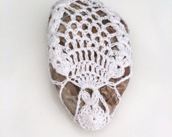 Lace stone made in Italy, white Crochet Covered Stone, Mother's Day, Paperweight, Home Decor, Beach Wedding, mother's day, wedding favors