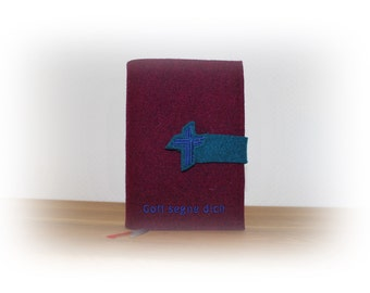 Praise of God cover made of wool felt with cross lock