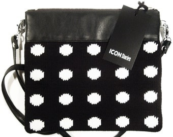 Purse clutch points dots knitted