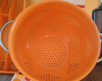 LARGE RETRO ENAMEL Strainer, kitchen drainer, pasta colander, vivid orange kitchenalia, vintage metal shabby chic decor