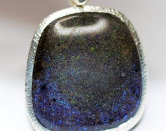 Pendentife Silver 925 setting a green and blue boulder Opal