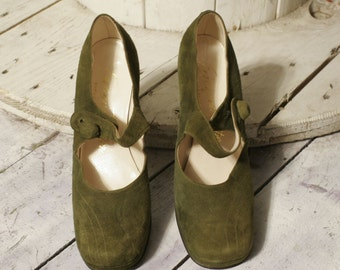 Suede Mary Jane shoes. Available in green and grey. New dead stock. Green size 37. Measuring 38 grey