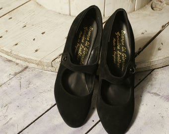 Vintage Black Suede Court shoes. Made in England. New deadstock. Size 38