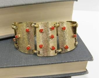 Vintage Faux Coral & Gold Tone Plate Bracelet