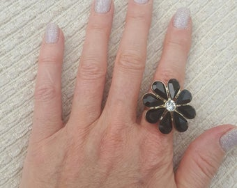 Stunning flower black stones ring in gold with centre crystal