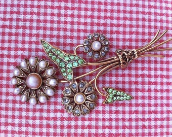 Lovely brooch, bouquet of daisies by Alcozer&J