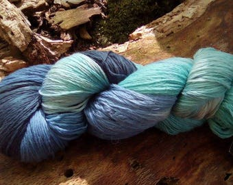 Hand-dyed wool (soft Merino)