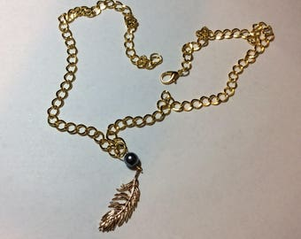 "For woman ""Gold-plated pen and his anthracite Pearl"" necklace"