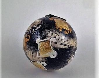 Venetian, Handcrafted, Paper Mache Christamas Ball – Musical Oro e Nero