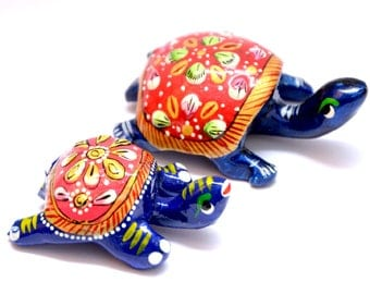 Mom N Me Tortoise Family 2 Pieces Minakari Handcrafted Tortoise Statues. The height of the Red&Blue colored statues is 2 and 1.5 inches