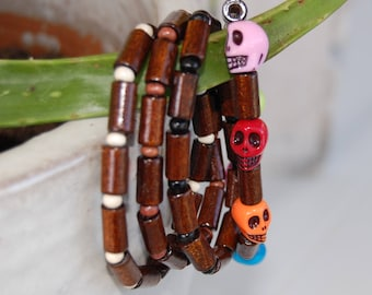 4-row bracelet in wood beads and multicolored Mexican-inspired skull beads