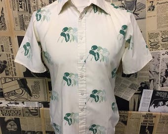 "Vintage 1970s Short Sleeved Dagger Collar Shirt with 1930s Ladies Print Size 40"" Medium"