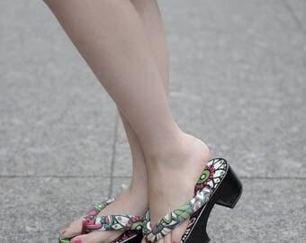 "Miyabi Geta sandals ""Hajikeru"""
