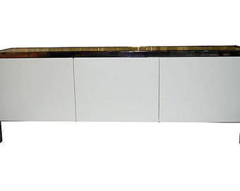 Chrome and laminate buffet