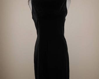 Closing Shop Sale 40% Off Vintage 90's black velvet dress, short dress 90s