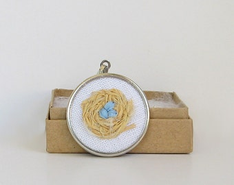 Bird's nest necklace, family of 3 necklace, Mother's Day gift, triplets gift, woven nest necklace, small round pendant