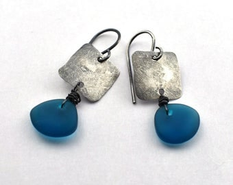 Oxidized hammered silver square with blue glass bead earring