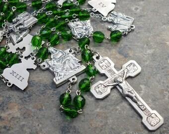 Stations of the Cross Chaplet of Czech Glass in Green; Pieta Center; Stations of the Cross Crucifix; Catholic Chaplet; Prayer Beads; Lent
