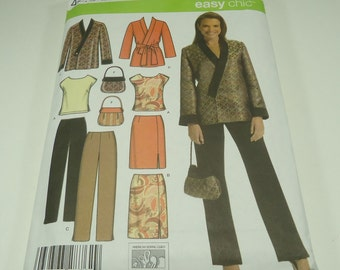 Simplicity Easy Chic Misses'/Women's Top, Skirt, Pants, Jacket and Bag Pattern 4748 Size 10, 12, 14, 16, 18