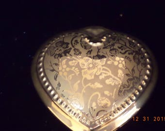 Beautiful vintage hand painted heart shaped 22K gold trinket box by Osborne china