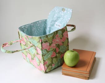 Insulated Lunch Bag in Summer Floral - Insulated Lunch Tote - Bento Box Carrier - Ready to Ship
