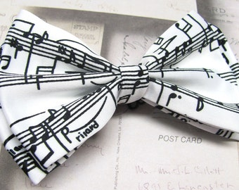 Mens Bowties. White and Black Musical Notes Scale Bow Ties
