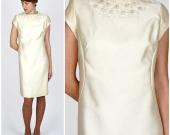 Simple Classic Vintage 1960s Cream Short-Sleeve Mod Shift Dress with Beaded Neckline | Small/Medium