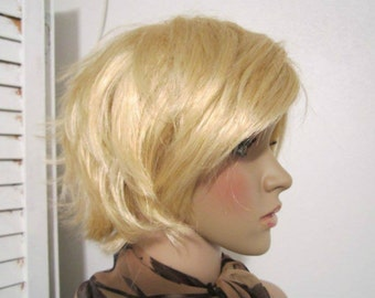 Short Wig Golden Blond Long Bangs Choppy Layers Lighter Tips Synthetic Fiber Womens Wig