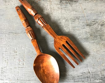 vintage teakwood serving set - carved Tiki style fork spoon - salad utensils - brown woodgrain