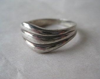 Modern Wave Sterling Ring Size 9 Silver Vintage 925 Band Mod
