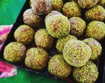 Lemonita: raw vegan energy balls with lemon, lime And lemongrass. Organic and no gluten or refined sugar