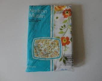 VINTAGE nos pkg of white orange green floral PILLOW CASES